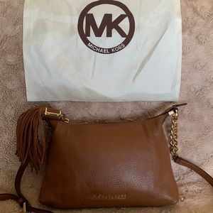 NWOT!MK small Weston tassel pebbled messenger bag!